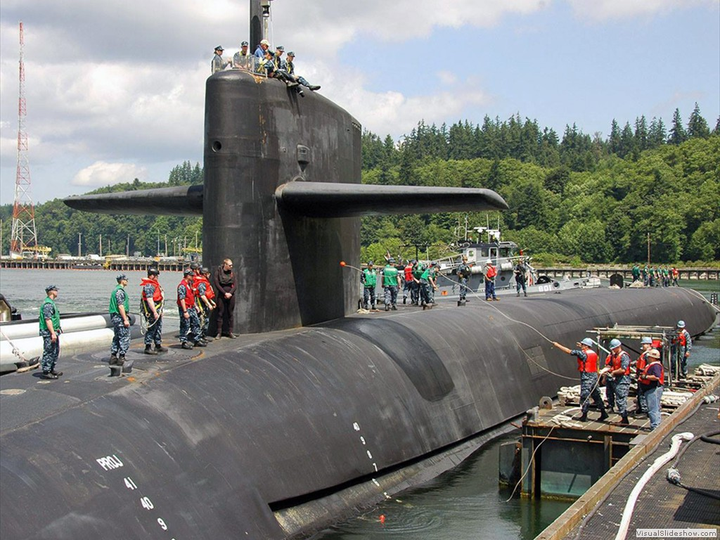 USS Maine (SSBN-741) returns to port July 2013