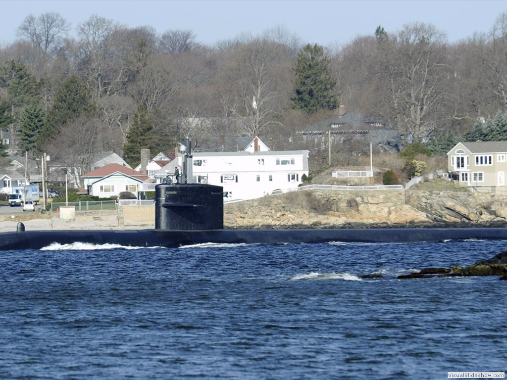 USS Memphis (SSN-691) transits the Thames River for the final time on 6 April 2011